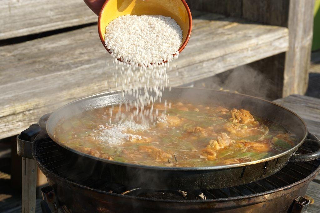 como cocinar la paella