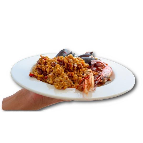 Paella de mariscos en un plato